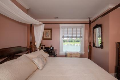 Keystone Suite with queen bed