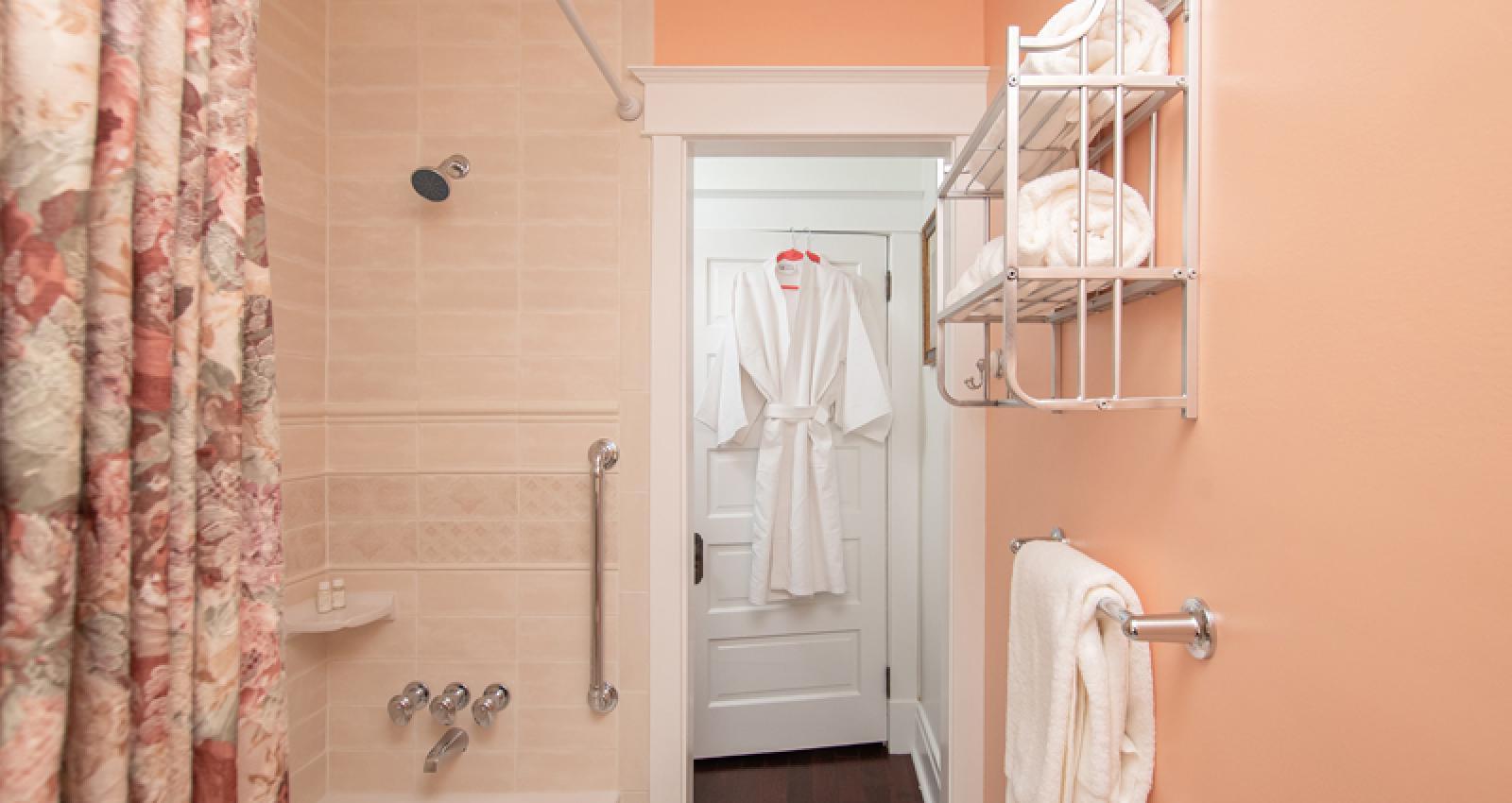 Keystone Suite private bathroom